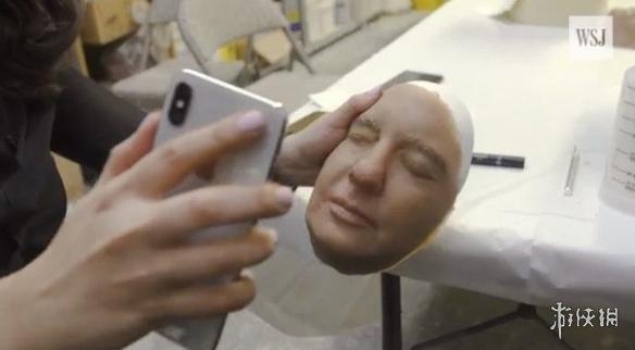 老外用人皮面具挑战iPhone X人脸识别 效果很意外!