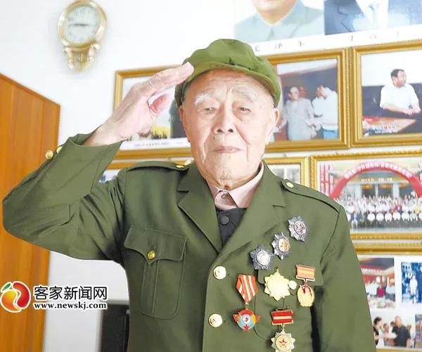 98岁时的长征老红军、抗战老兵吴清昌。资料图