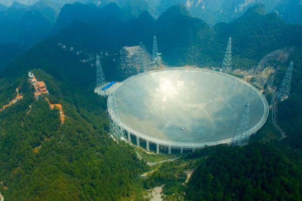 """中科院国度地理台10月10日发布,""""中国天眼""""发明2颗新脉冲星,间隔地球分辨约4100光年跟1.6万光年。"""