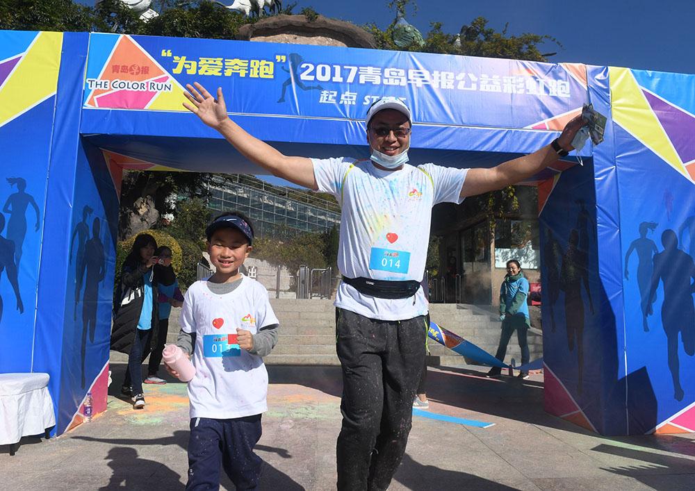 【早报旅游】为爱奔跑!公益彩虹跑热力开跑 300名市民嗨翻天