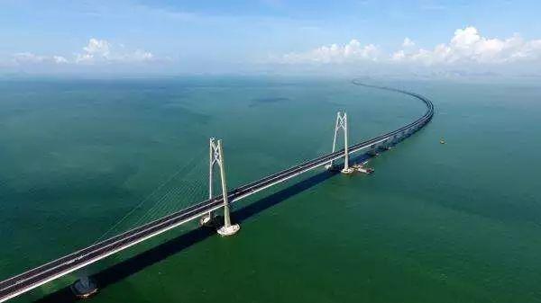 港珠澳大桥(图片来源:新华网)