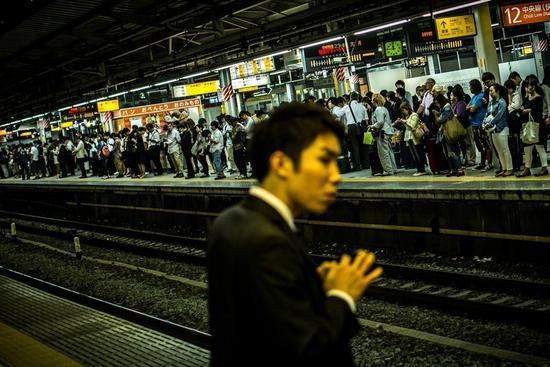 日本新生儿越来越少?真不怪男女缺少性生活