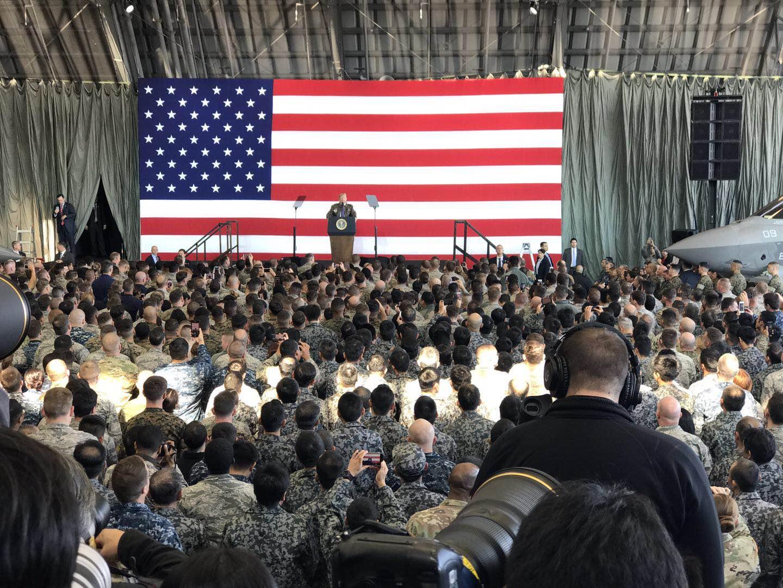 特朗普在横田美军基地发表演讲(蒋丰、吕鹏摄)