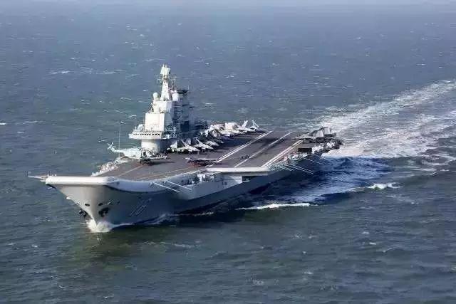 ▲辽宁舰搭载多架战斗机远航