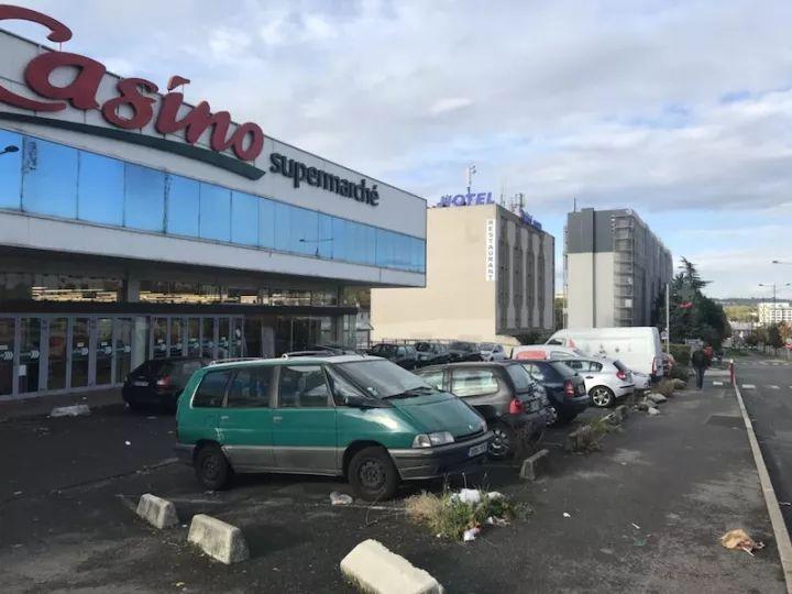 从卡西诺超市看酒店