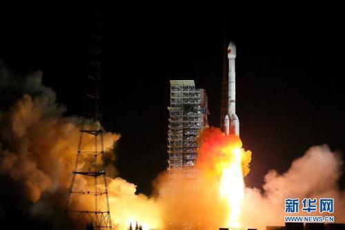 11月5日19时45分,我国在西昌卫星发射中心用长征三号乙运载火箭,成功发射两颗北斗三号全球组网卫星。 新华社发(杨志远摄)