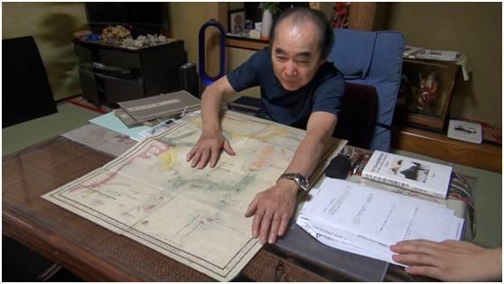 久保井先生为环环展示《三国通览图说》所附地图。