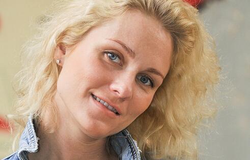 俄罗斯女记者兼歌手叶卡捷琳娜<span class=