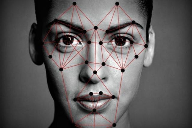 三维深度脸部识别的应用体验优于平面脸部识别 但在过暗环境下仍难以完成识别任务