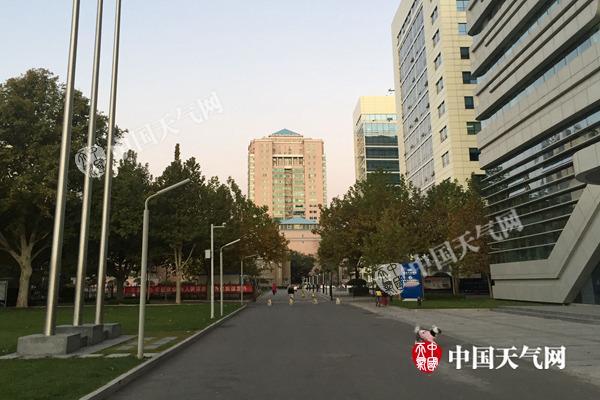 今晨,北京蓝天出现。