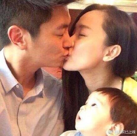 杜江霍思燕拥吻撒狗粮 嗯哼看到后默默离开