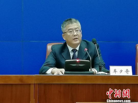 济南市财政局副局长车夕奇介绍财政支持情况。 孙婷婷 摄