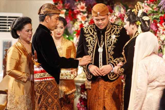 印尼总统女儿出嫁 宴请8千宾客雇佣50辆人力三轮