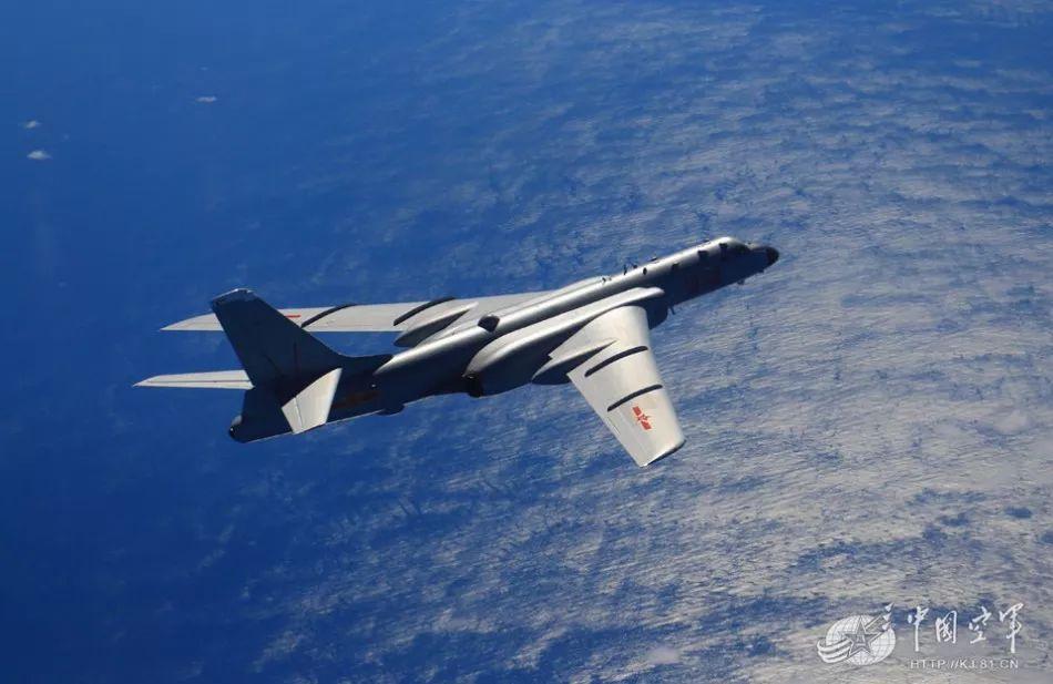"""▲资料图片:2015年8月,轰-6K飞越""""第一岛链""""。"""