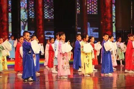 6月28日,板厂小学举办建校70周年庆典。图片来自@北京市东城