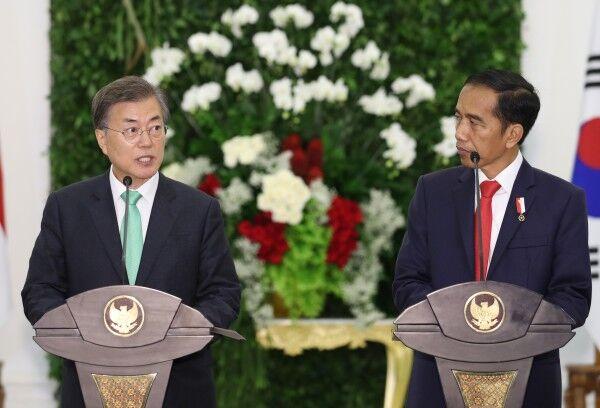 韩国总统文在寅和印度尼西亚总统佐科<span class=