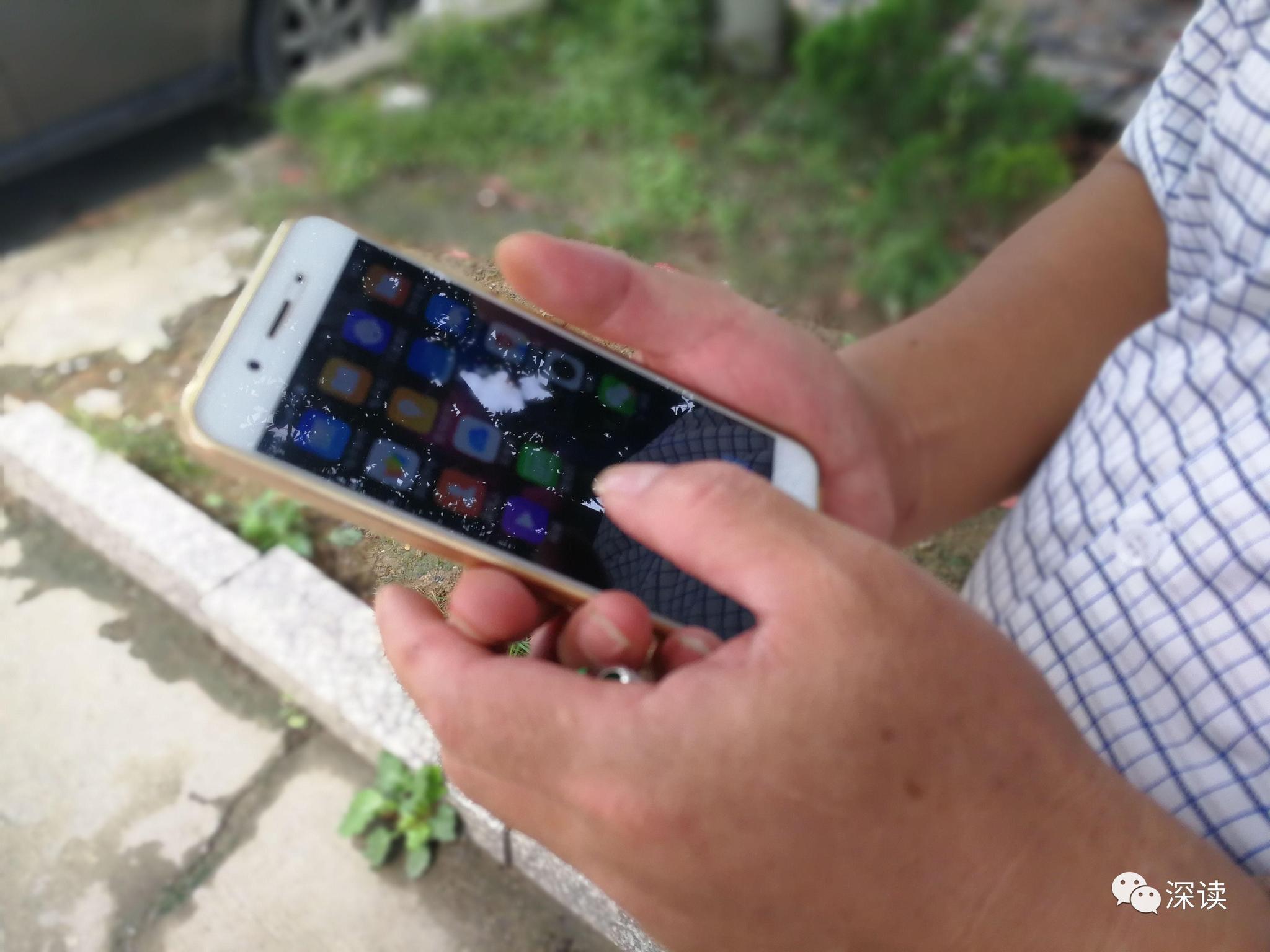 杨德武出狱后有了第一部智能手机