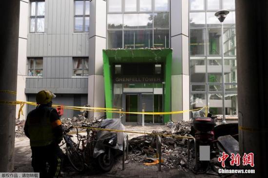 当地时间6月18日,英国警方公布了6月14日起火公寓楼的现场照片。