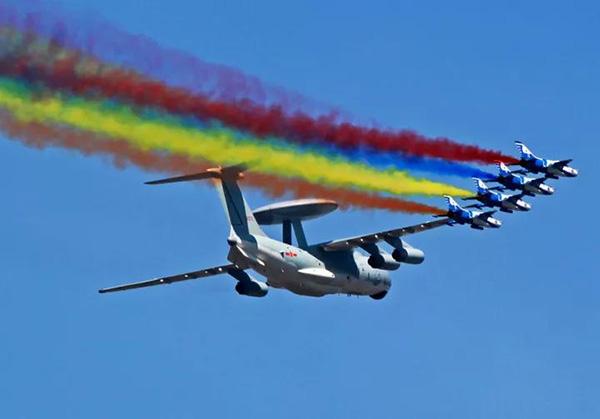 预警机飞翔在祖国万里蓝天。