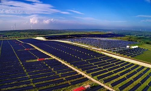 资料图:这是河北省张北县境内的国家风光储输示范工程光伏发电场 新华社记者 杨世尧 摄