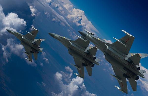 中国空军歼-16战机进行飞行训练(资料照片)。本文图片均来自新华社