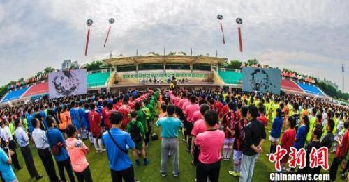 资料图:山东临淄举行的足球文化寻根之旅。 王同武 摄