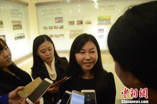 2017国际泳联年度颁奖盛典消息宣布会后,履新的中国泅水协会主席周继红接收采访 马元豪 摄