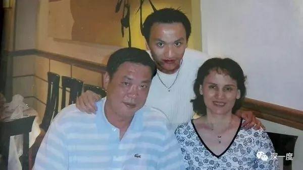 金锦寿和妻儿照。图源:深一度公号。