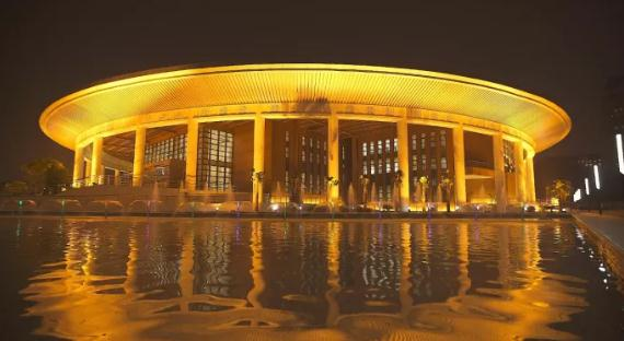 这是越中友谊宫夜景。云南建投 提供