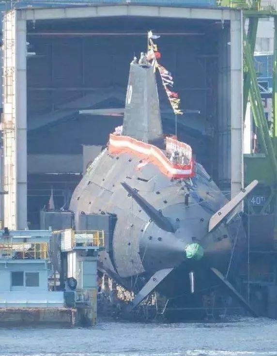 """▲11月6日,""""升龙""""号潜艇下水仪式现场图,可见标志性的X形尾舵。"""