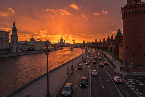 资料图: 这是11月1日拍摄的俄罗斯首都莫斯科日落时分的景色。新华社记者 白雪骐 摄