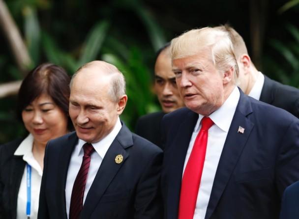 特朗普(右)和普京(左)曾在越南短暂交谈三次。(图源:美联)