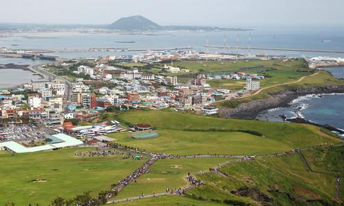 材料图片:这是韩国济州岛东边的风景(2012年6月1日摄).