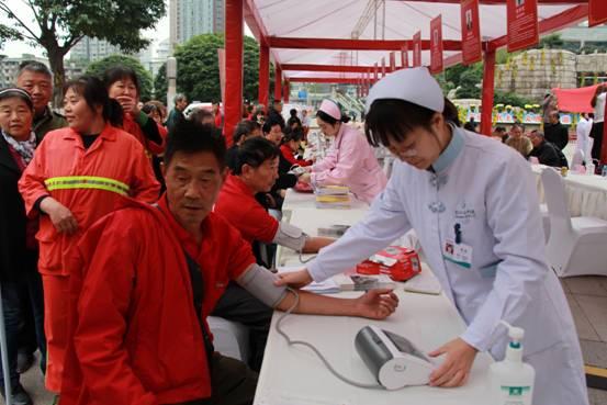 重庆市启动中医药健康文化推进行动 23位名中医参与义诊受好评