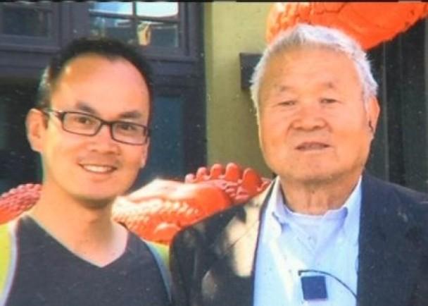王如新(Ruxin Wang,音译)和儿子