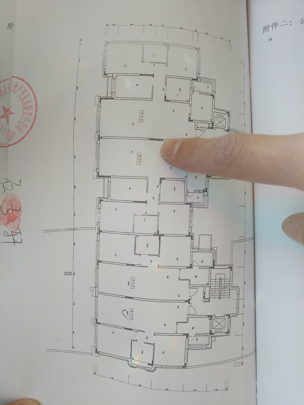 万科招商中建同陷质量门:承重墙用手就可抠下水泥块