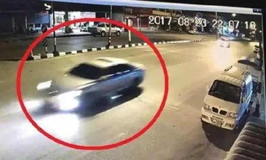 涉嫌载英拉出逃的银色小轿车。