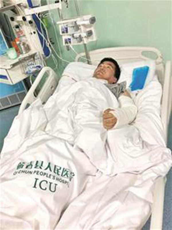 受伤司机徐志文。