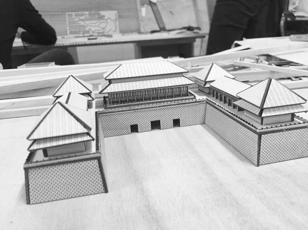 6名大学生建北京故宫模型 与真故宫相差无几
