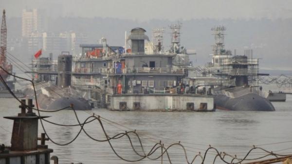 年初武漢造船廠3艘新型039B舾裝