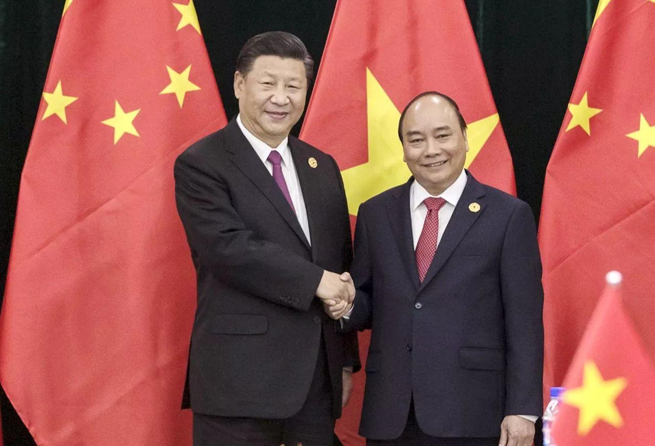 11月11日,中共中央总书记、国家主席习近平在岘港行政中心会见越南总理阮春福。新华社记者费茂华摄