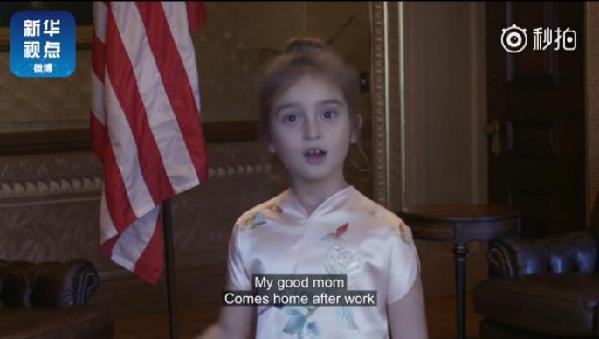 这个可爱的美国萌娃深受中国民众的喜爱。(图片来源:视频截图)