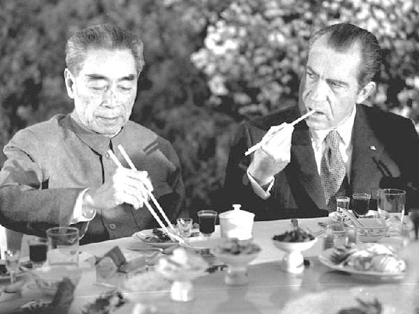 1972年周恩来宴请到访的美国总统尼克松。
