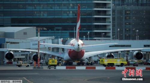 材料图:停正在机场的澳洲航空客机。