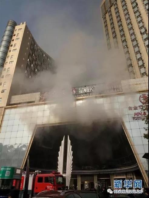 """2017年2月25日,南昌市""""白金汇海航酒店 """"二楼""""唱天下KTV """"发生火灾。"""