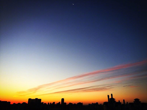 今晨,北京天气晴冷,出现了美丽的朝霞。(辉儿 摄)