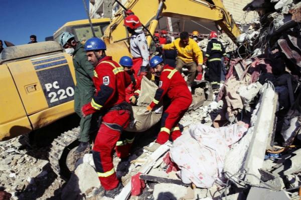 两伊边境发生7.8级地震,伤亡惨重。(图片来源:美联社)