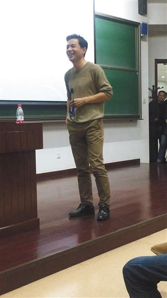 李彦宏应张维迎教授邀请,在北大为本科生上课。