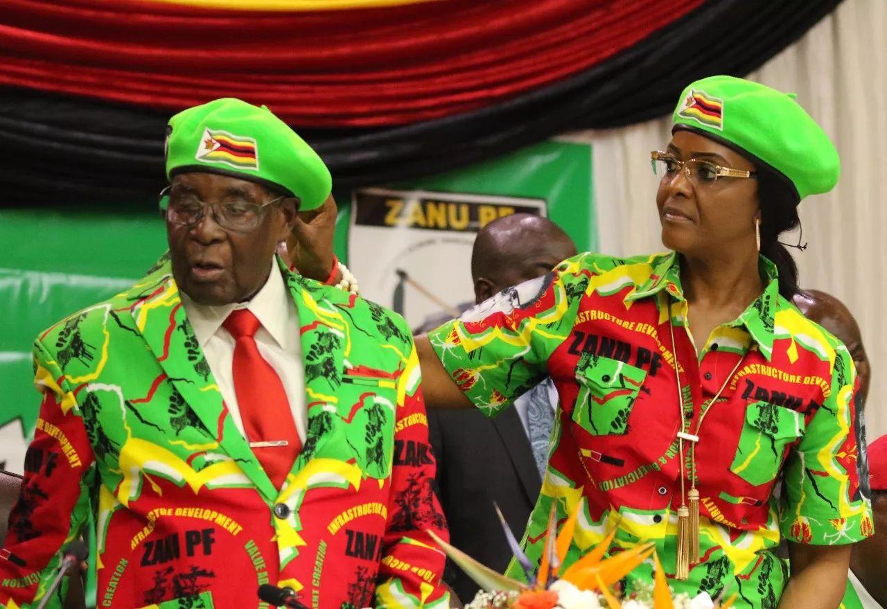 10月7日,在津巴布韦哈拉雷,津总统罗伯特<span class=