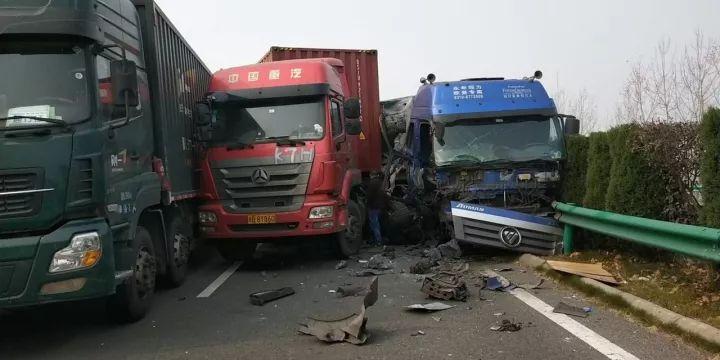 突发!安徽滁新高速车祸已致18死,21名伤者在医院救治